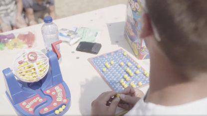 Ondertussen op de camping: Sten organiseert Bingo voor 100 mensen