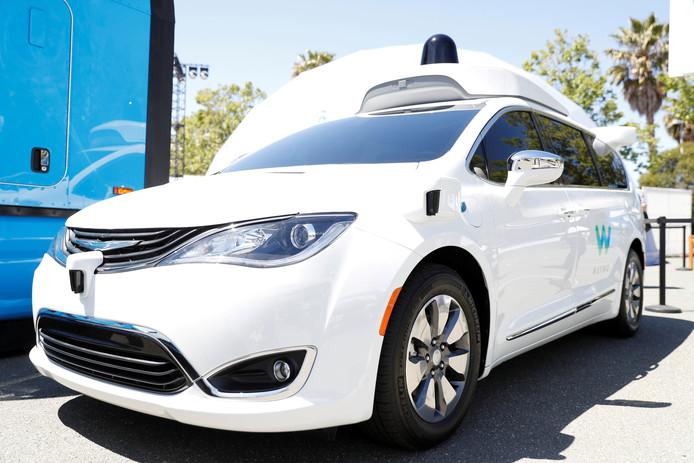 De zelfrijdende auto waar Waymo mee test is de Chrysler Pacifica