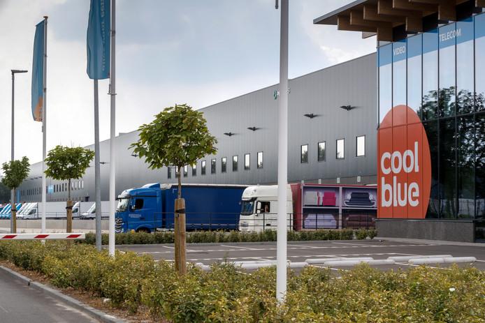 Het distributiecentrum van Coolblue in Tilburg. Veel bedrijven kiezen Brabant voor de vestiging van logistieke centra.