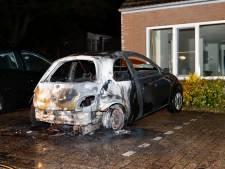 Auto brandt uit in Overloon, politie zoekt getuigen