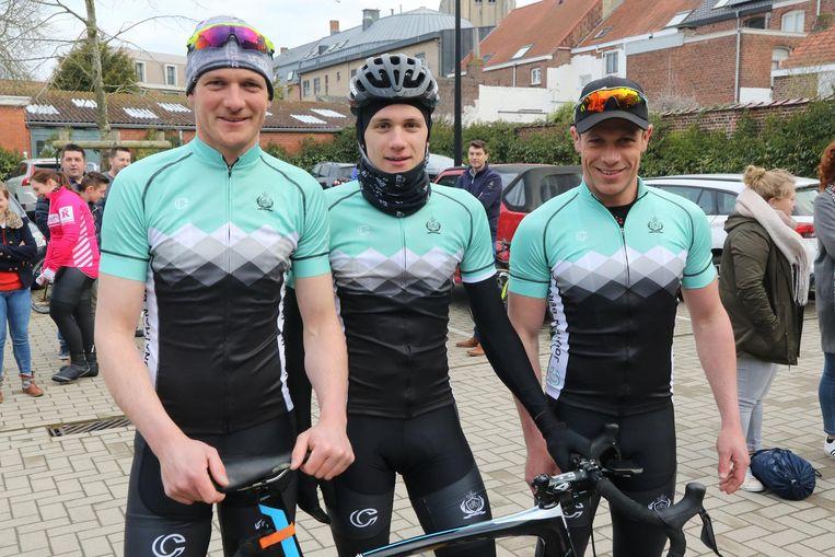 De drie broers Stijn (ex-profrenner), Thomas (cyclocrosser) en Pieter Joseph rijden ook mee.