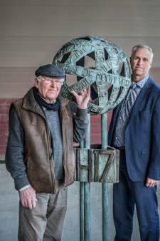 92-jarige kunstenaar MH-17 monument had eerst heel ander plan