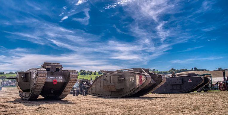 De 'Tank van Poelkapelle' met twee andere tanks op een meeting in Engeland.