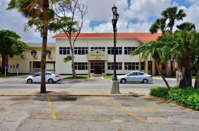 Het parlementsgebouw van Aruba in Oranjestad op archiefbeeld.