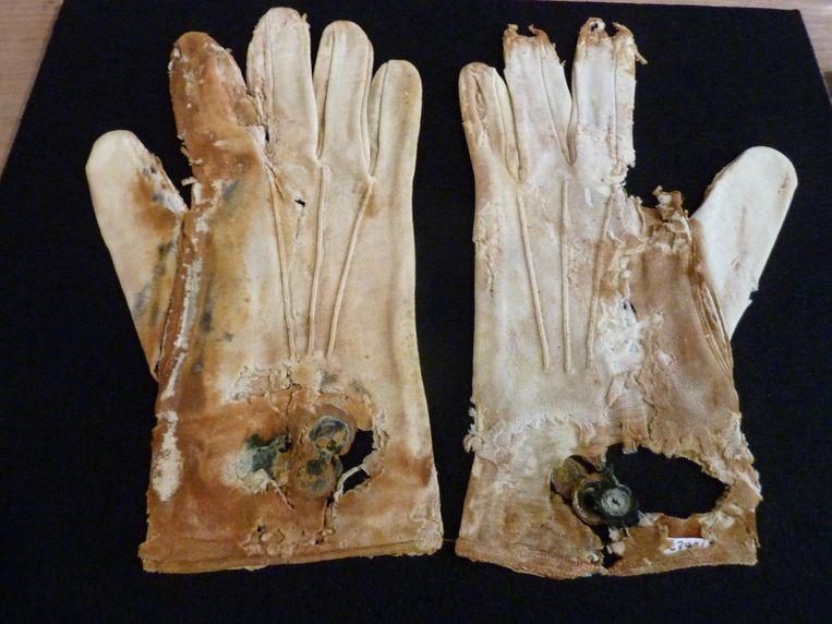Handschoenen uit de Titanic Beeld RV