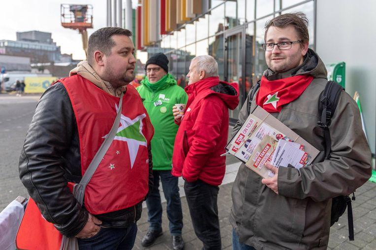 PVDA-militanten aan het Nieuw Administratief Centrum