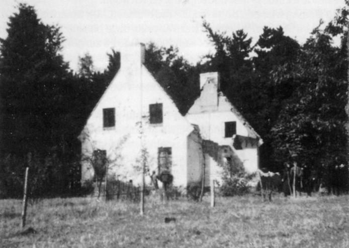 De boswachterswoning op de Vloeiweide, na de overval door de Duitsers.
