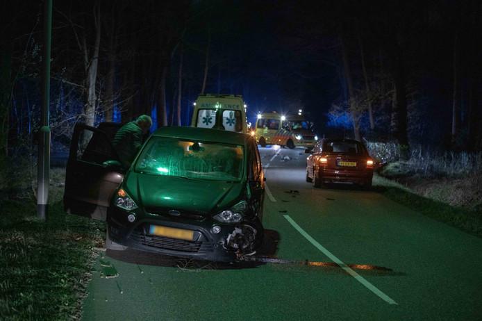Bij een botsing tussen auto en een motor, is de motorrijder uit Rilland ernstig gewond geraakt.