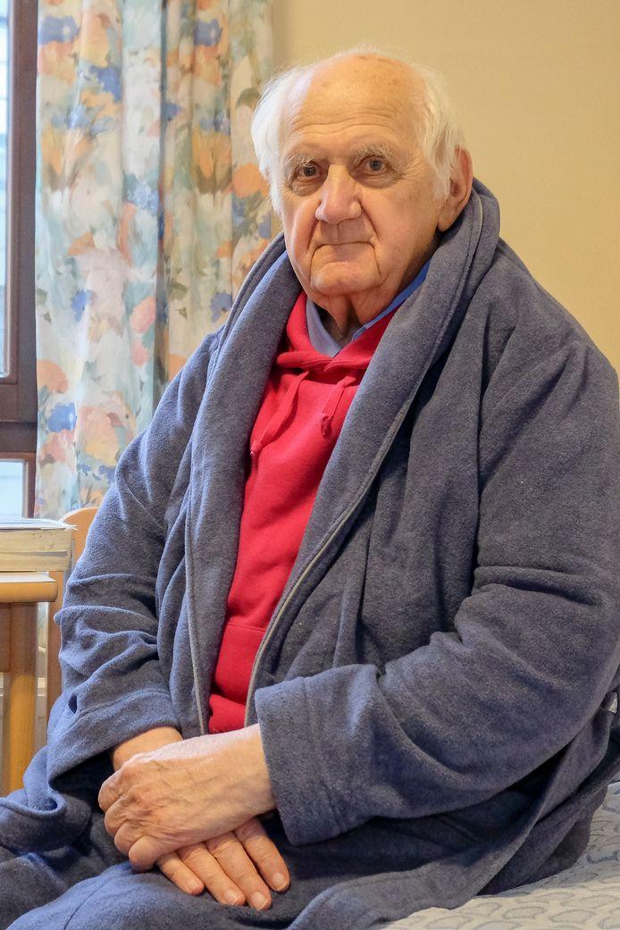 Archiefbeeld van pastoor Vital Orolé. De 89-jarige man herstelt momenteel van Covid-19.