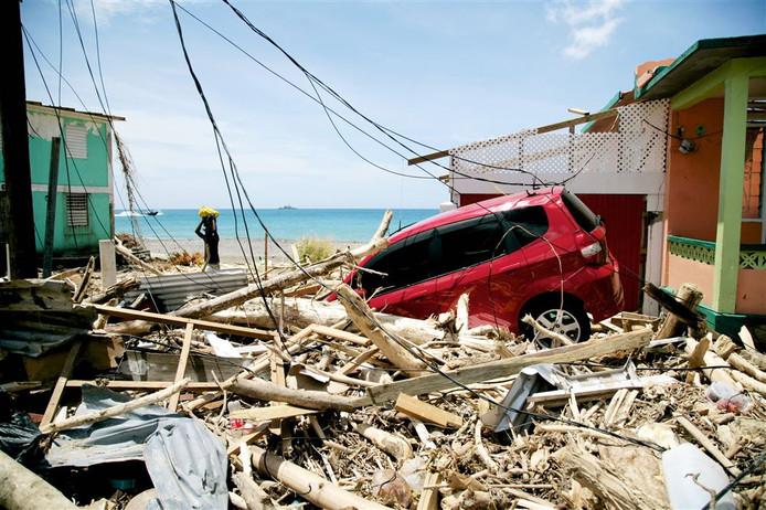 Het eiland Dominica is zwaar getroffen door orkaan Maria. Onder meer de hoofdstad, Roseau, ligt grotendeels in puin.