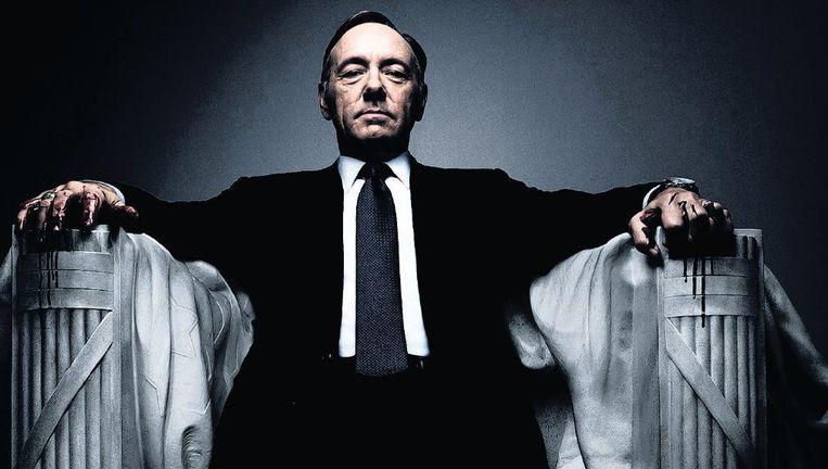 Zou de campagneposter van het nieuwe seizoen een voorteken zijn? Underwood zit, terwijl het bloed van zijn handen druipt, in de marmeren troon van het Lincoln Memorial. Beeld
