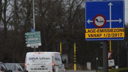 """Na één jaar - in theorie - """"sterke daling van uitstoot schadelijke stoffen"""" door lage-emissiezone in Antwerpen"""