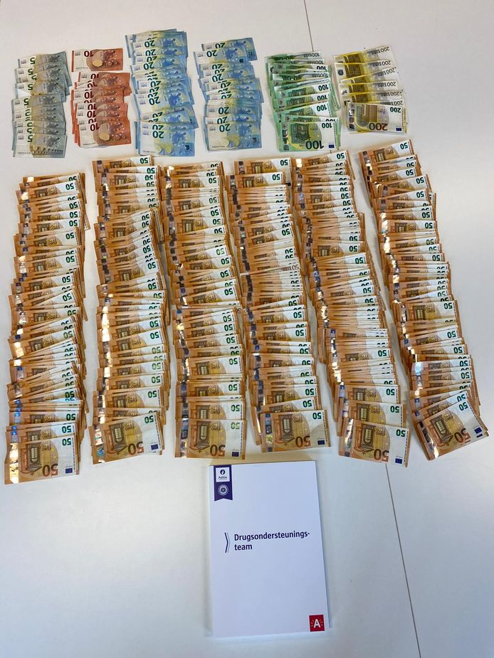 Zo'n 29.000 euro cash geld werd in beslag genomen tijdens de actie.