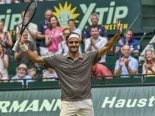 Federer wint moeizaam in eerste duel op gras
