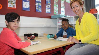 """Extra 'brugvrijwilligers' gezocht om mee te helpen in de klas: """"Mijn respect voor leraars is alleen groter geworden"""""""
