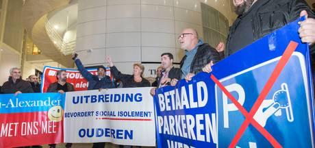 Protest plaagt de politiek, maar parkeerplan gaat door