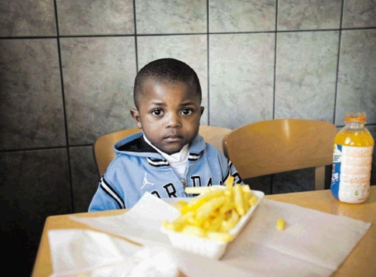 De foto?s van Joris den Blaauwen laten zien dat alle Rotterdammers houden van snel, makkelijk, maar lekker eten. (Trouw) Beeld