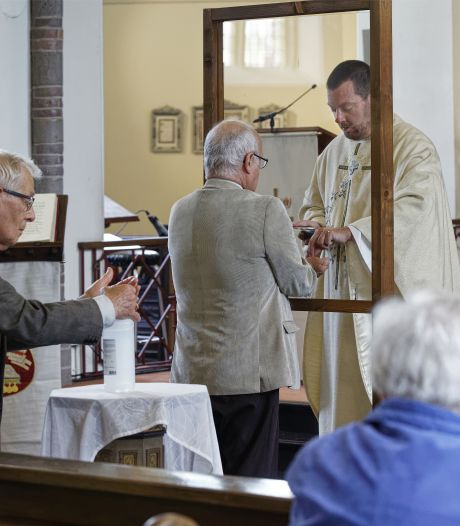Rosmalense kerken weer open, kapelaan kreeg tranen in de ogen