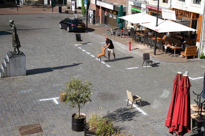 De witte strepen bij De Bruijn aan de Grote Markt. foto Paul Rapp