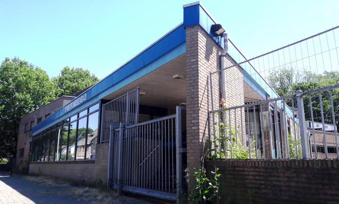 Het Sportfondsenbad in Apeldoorn is sinds 2015 ongebruikt, afgezien van antikraak-bewoning.