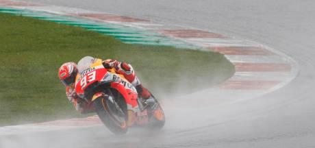 Márquez onderuit tijdens crashfestival in Valencia, Dovizioso wint