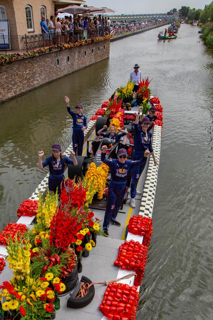 'Max Verstappen' op de corsoboot van Schipluiden