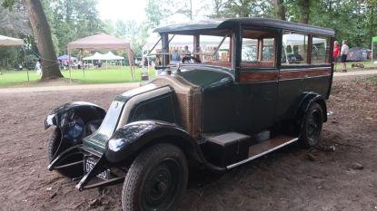 Onderdelen van 104 jaar oude taxi gestolen tijdens Vredesfeesten