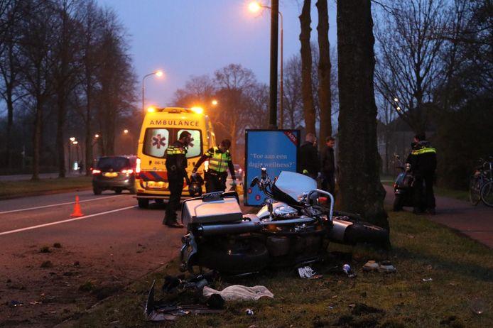 De motorrijder ging onderuit in Apeldoorn.