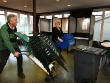Deftige stoelen in Viaans stembureau Brederodes