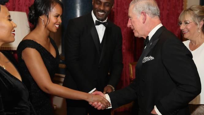 Idris Elba stelt nieuw lief voor aan prins Charles