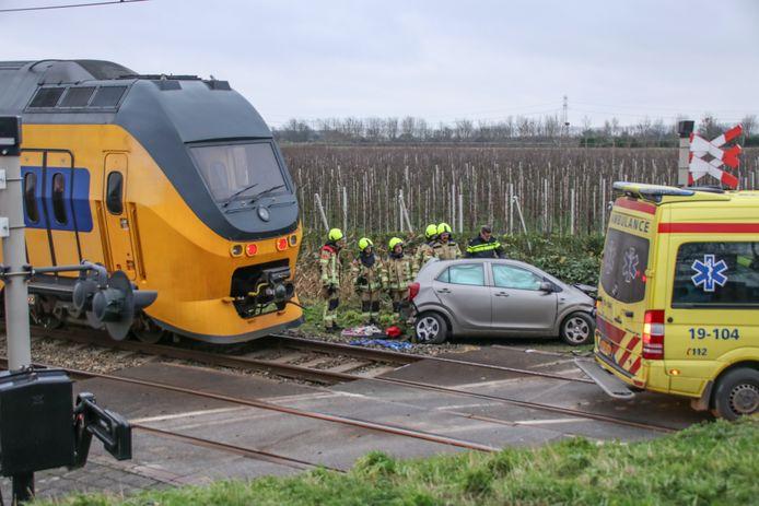 Ongeval tussen een auto een trein in Krabbendijke.