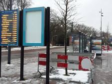 'Lelijke' hekken blijven nog even bij station Deventer