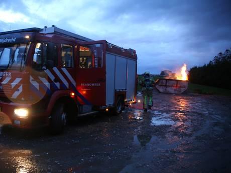 Brandweer Mijdrecht rukt uit voor illegale containerbrand