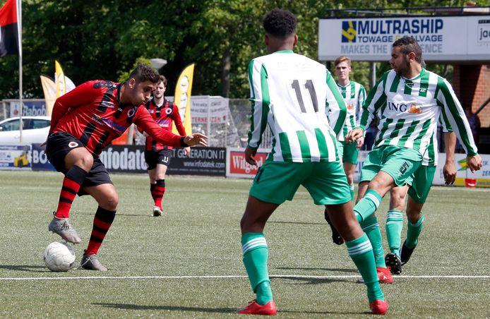 Can Kiran (links) maakte zondag twee goals namens Terneuzen tegen Groen Wit.