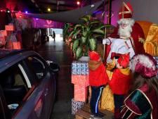 Sinterklaas Drive-Intocht lokt honderden kinderen: 'Wat een super-idee, dit'