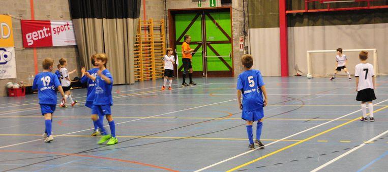 Gisteren werden de eerste minivoetbalwedstrijden van de 'Memorial Glenn Maes' betwist.