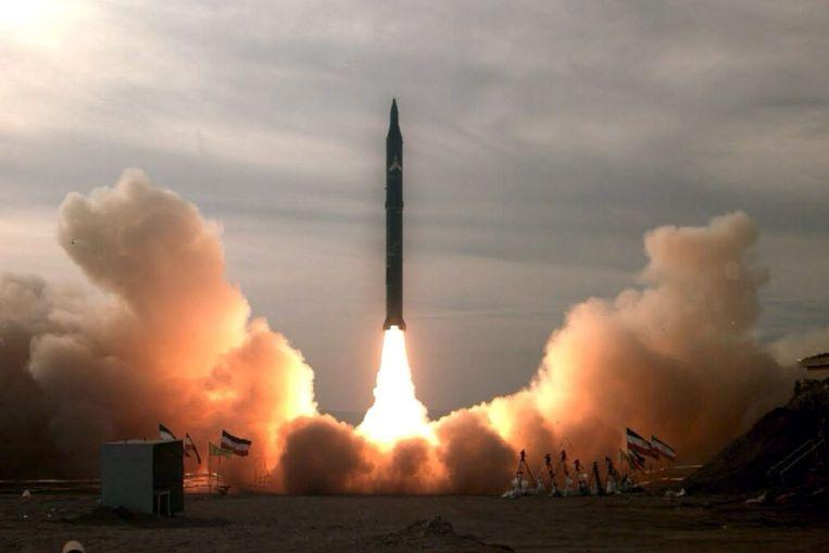 De lancering van een Iraanse Sejil-raket in 2009. Israël is verontrust over deze middellange afstandsraket die, net als de Shahab-3, Israël kan bereiken. Beeld EPA