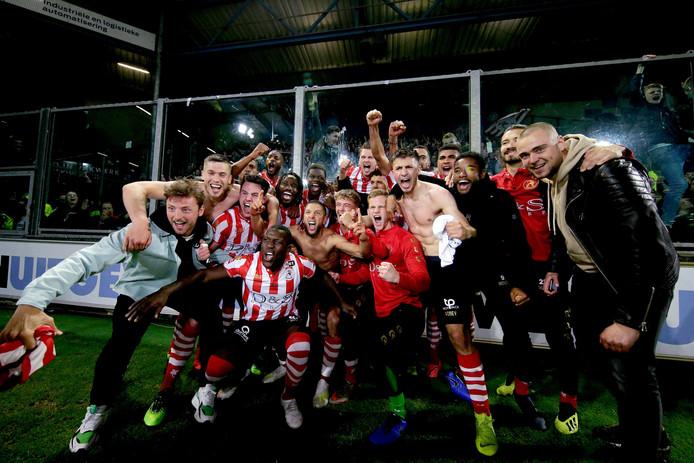Vreugde bij de spelers van Sparta voor het uitvak op De Vijverberg.
