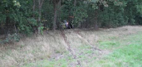 Bestuurder raakt onwel en knalt op boom bij afrit A1 in Markelo