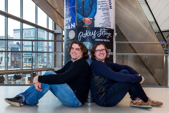 Programmeurs Sytse Wils (44, l.) en Guy van Hulst (42) in de gang van TivoliVredenburg.