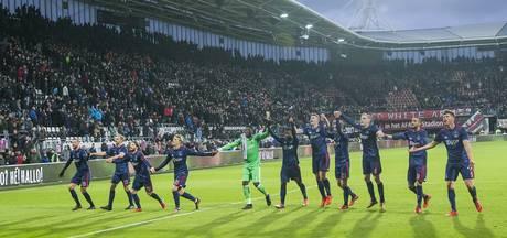 Schandalige spreekkoren bij AZ-Ajax