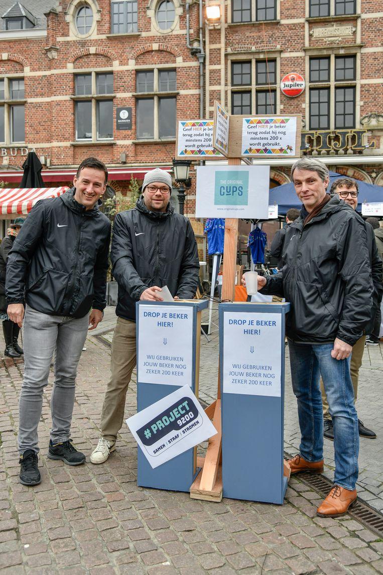 Tijdens de nieuwjaarsreceptie op de Grote Markt vond een test plaats rond herbruikbare bekers en de inzameling ervan. Met succes.