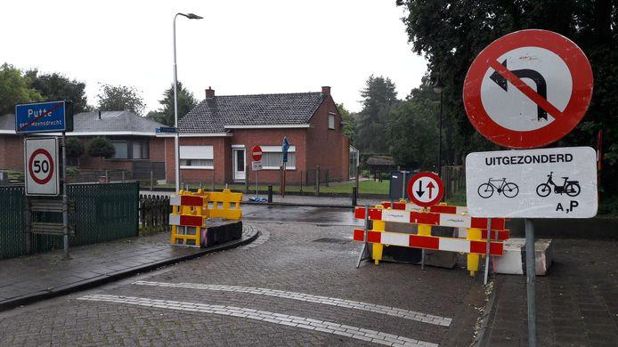 De totale blokkade van de Europalaan in Putte is opgeheven door de aanleg van een autosluis. De hekken en betonblokken staan zo krap dat er geen dat er geen vrachtwagens door kunnen.