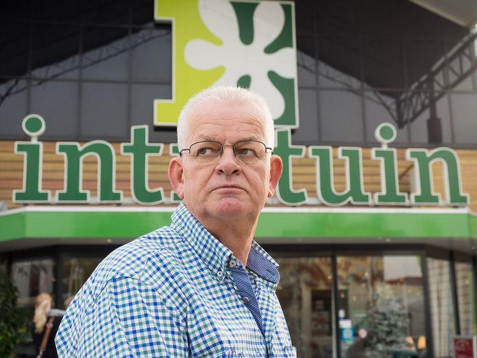 Directeur Leen Kroon van Intratuin Ter Aar vindt dat de bedrijven aan de Kerkweg niet de schuld mogen krijgen van de verkeerschaos die VVD-fractievoorzitter Tom de Kleer in december verwacht.