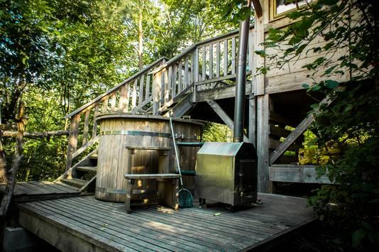 Certaines cabanes disposent d'un bain nordique comme celui-ci, ou d'un saune.