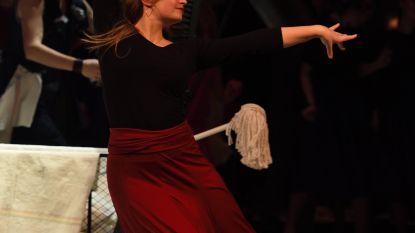 """Julie start met online danslessen: """"Zo kunnen ouders en kinderen thuis samen dansen!"""""""
