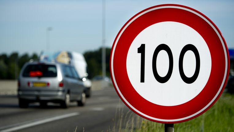 In Nederland wordt de maximumsnelheid overdag al teruggebracht tot 100 kilometer per uur.