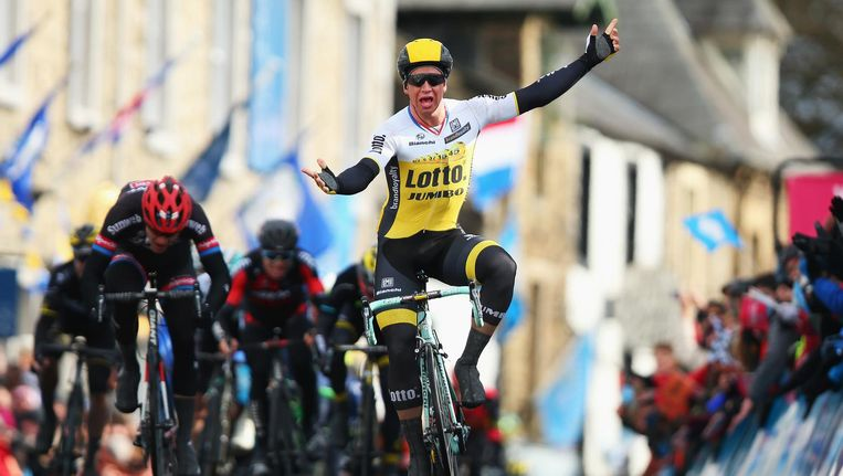 Dylan Groenewegen viert een overwinning in de Tour de Yorkshire, 2016. Beeld Bryn Lennon/Getty Images