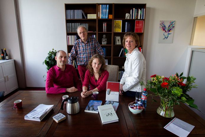 Filosofie Aan De Keukentafel.Damon In Eindhoven Blijft Uitgeven Aan De Keukentafel Eindhoven