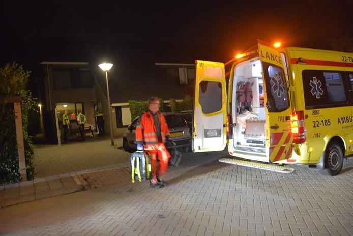 De vrouw is met de ambulance naar het ziekenhuis gebracht
